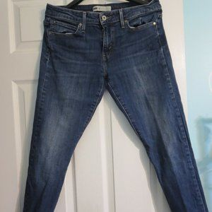 Levis Ladies Size 8 Straight Leg Blue Jeans